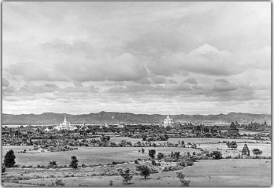 View from the Sulamani Pagoda over Bagan toward the west to the Ananda Pagoda, @ Christine Scherman