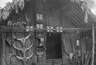 Headman's house in Hensum on the Chindwin River @ Christine Scherman