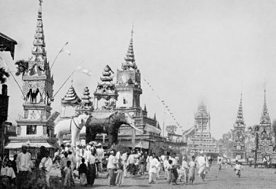 Funeral procession for a deceased high-ranking abbot (pongyi). Two elephants figures made of paper-mache can be seen on the ceremonial float @ Christine Scherman