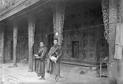 Monks in front of the Golden Palace Monastery in Mandalay @ Christine Scherman